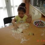 zeynep-yemek-yapıyor (2)