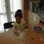 zeynep-yemek-yapıyor (3)