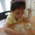 zeynep-yemek-yapıyor (5)